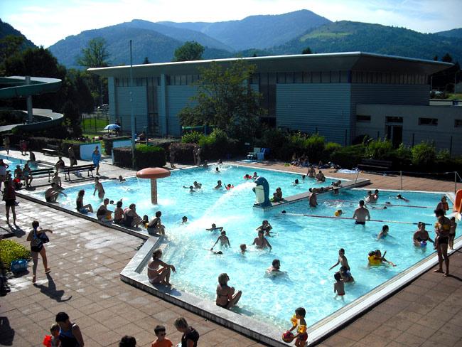 Piscine pour votre location de vacances dans les vosges for Location vosges week end avec piscine